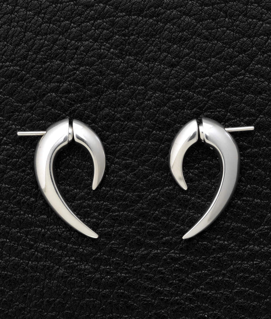 Shaun Leane – Talon Earrings
