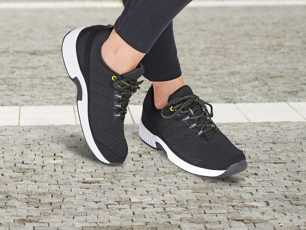 Best Walking Shoes for Flat Feet of 2021