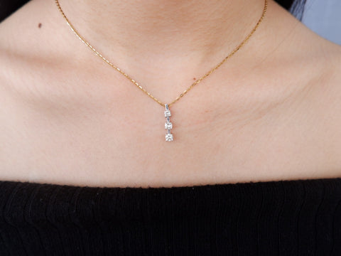 18k white gold three diamond Pendant