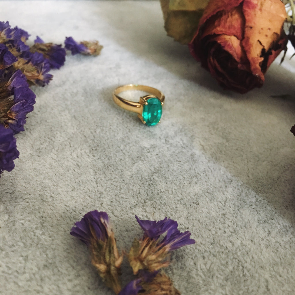 Emerald ring 14kt solid gold