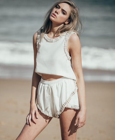 White Siren Shell Short in Linen