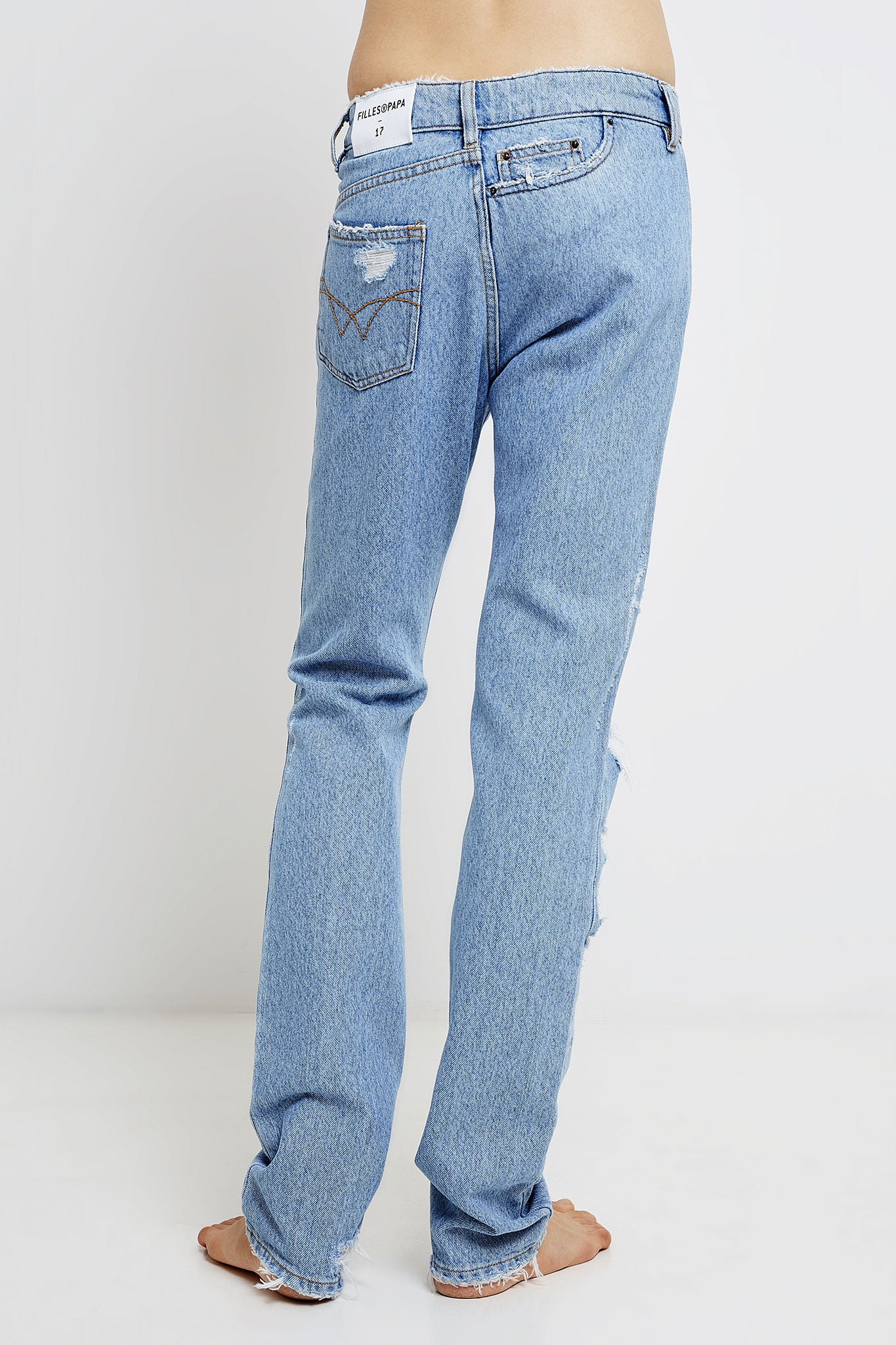 woman twisted boyfriend jeans