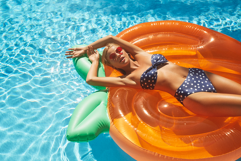Peach Pool Inflatable | Sunnylife | Skinnydip London