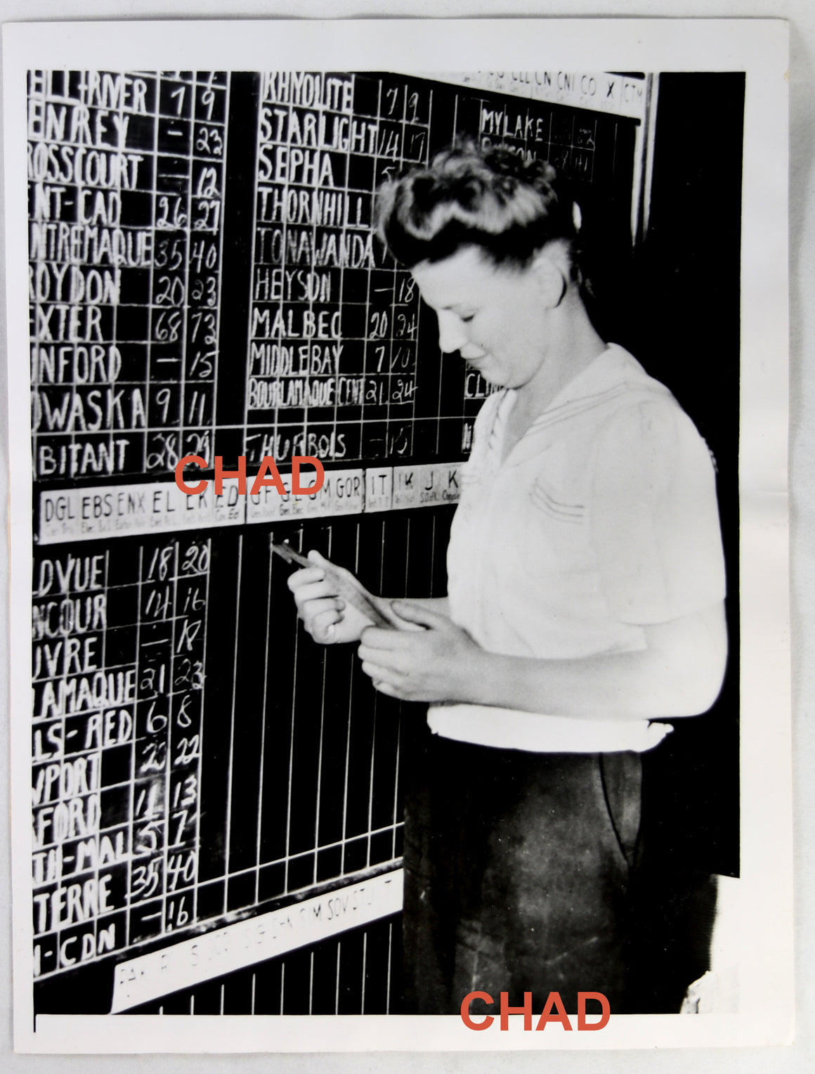 1946 press photo mining stock price board girl Noranda Quebec