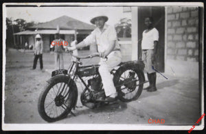 Early 1900s motorcycle photo (colonies)  Photo de motocyclette (colonial)