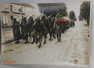 WW1 photo American troops wearing gas masks Trilport France #3