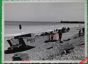 WW2 Dieppe 1942 beach photo abandoned gear / materiel Canadien