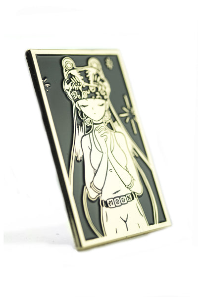 Sailor Loca Gold Pin