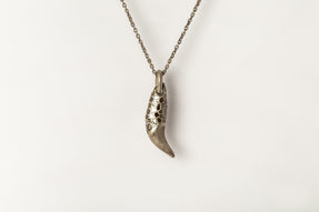 Bear Tooth Necklace Ghost (Small, Mega Pavé, DA+DIA)
