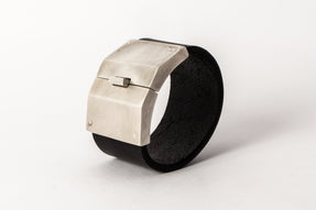 Box Lock Bracelet (Facet, Wide, BLK+AS)
