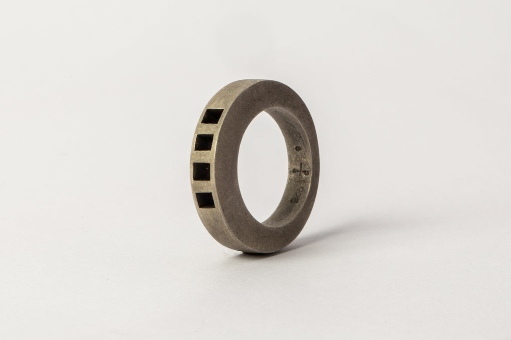 Crescent Ring (4-Bar Punchout, 4mm, DA)