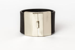 Box Lock Bracelet (Facet, Wide, BLK+MA)