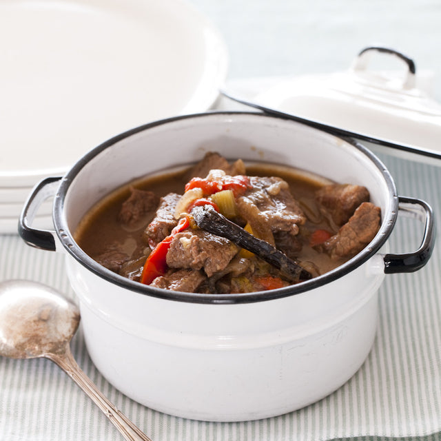 Slow Cooked Beef with Vanilla and Capsicum
