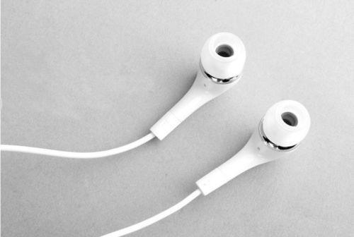 White Samsung Earbuds
