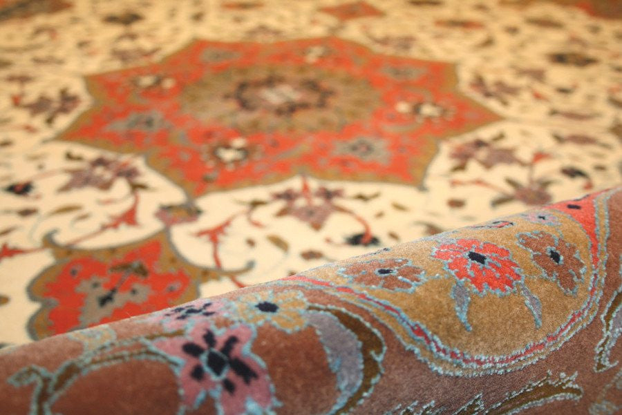 Tabriz 210x150 closeup on material
