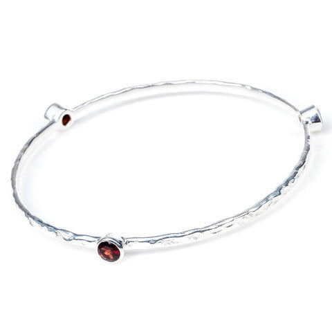 Azuni bangle Silver Plated | Garnet -  Bloomsbury Store