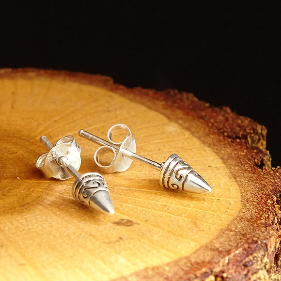 Mens Arrow Stud Earrings in Solid 925k Sterling Silver