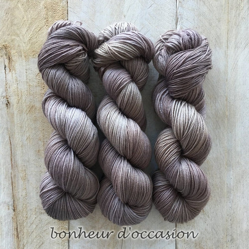 BONHEUR D'OCCASION by Louise Robert Design | SUPER SOCK hand-dyed semi-solid yarn