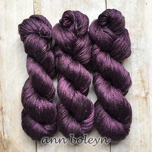 ANN BOLEYN by Louise Robert Design | ALGUA MARINA hand-dyed semi-solid yarn
