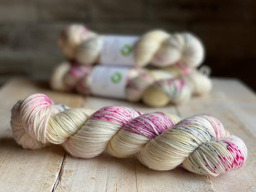 Bis-Sock yarn CHEESE CAKE speckled hand-dyed yarn | 100g(2x50g) or 50g mini skein size