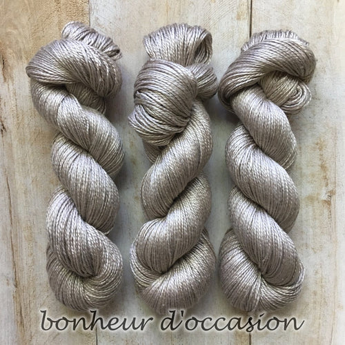 BONHEUR D'OCCASION by Louise Robert Design | ALGUA MARINA hand-dyed semi-solid yarn