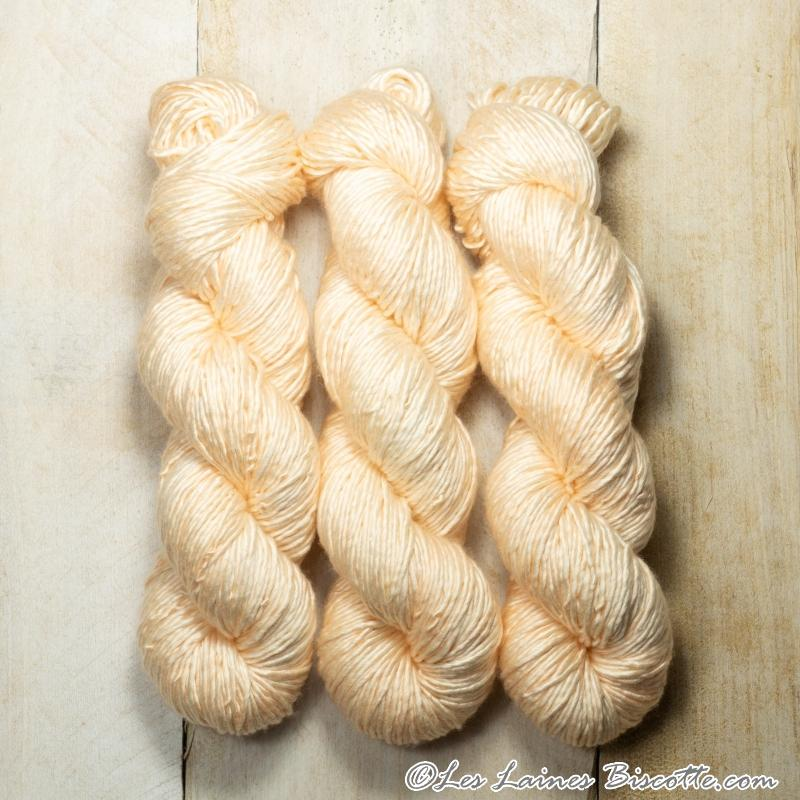 Albus - Merino & Silk Wool ♥ 1 ply knitting wool PORCELAINE