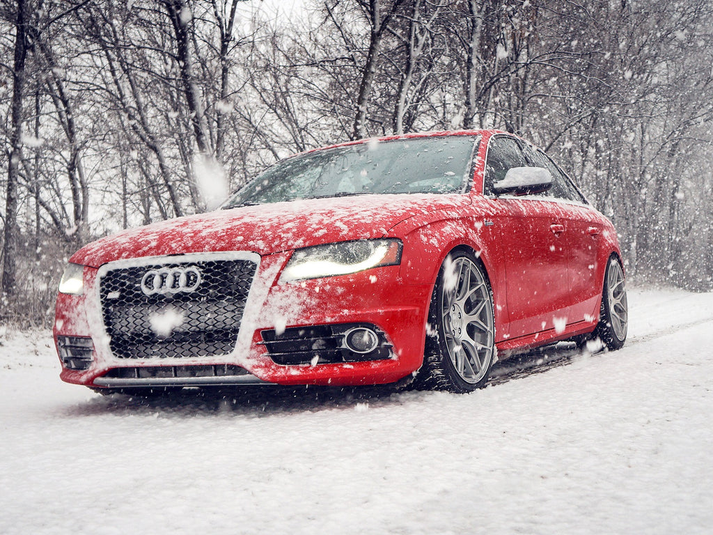 RENOUN_Audi_a4_red_Best_cars_Skis_winter.jpg