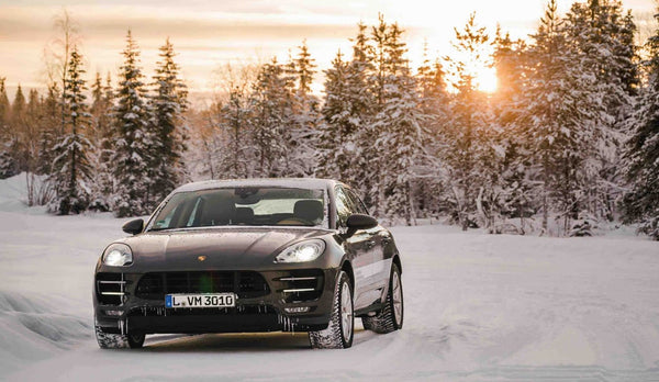 macan_turbo_with_performance__RENOUN_Best_SUV_for_skiing