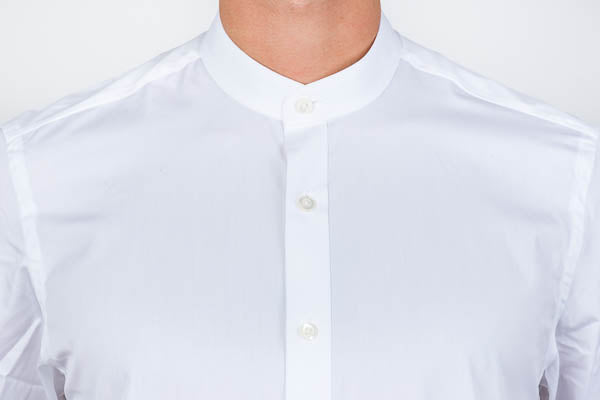 Banded collar white poplin shirt