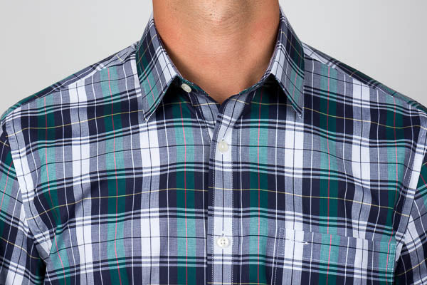 Casual point collar in plaid