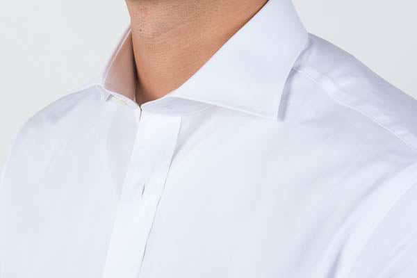 Cutaway collar unbuttoned from the side