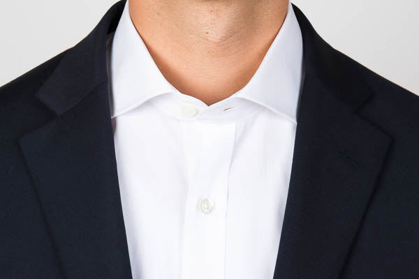 Cutaway collar unbuttoned with a blazer on