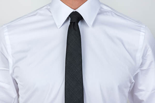 Point collar dress shirt with tie