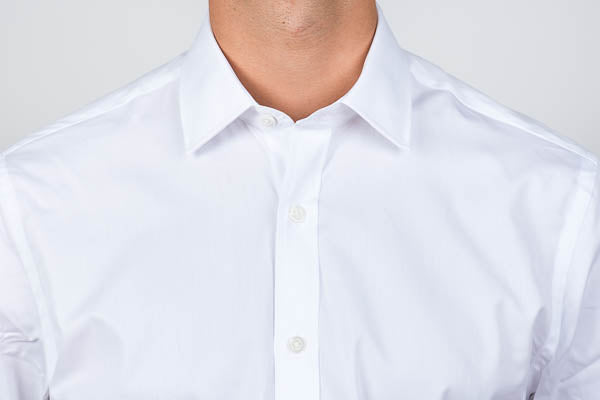 Semi spread collar on a men's dress shirt
