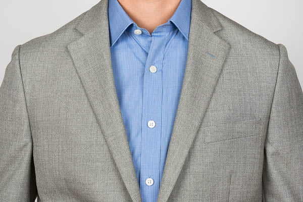 Semi-spread collar on a men's dress shirt