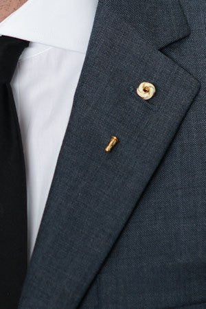 Cream Crest Lapel Pin – Hugh & Crye - 1