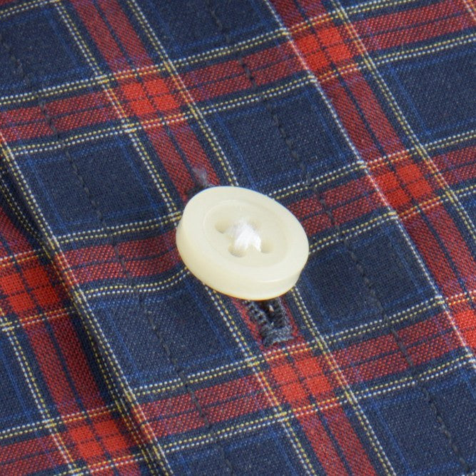 button shirt in blue, red plaid poplin - rushmore - detail