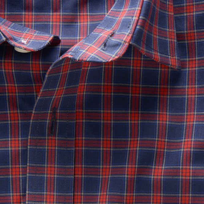casual point collar shirt in blue, red plaid poplin - rushmore - unbuttoned collar detail