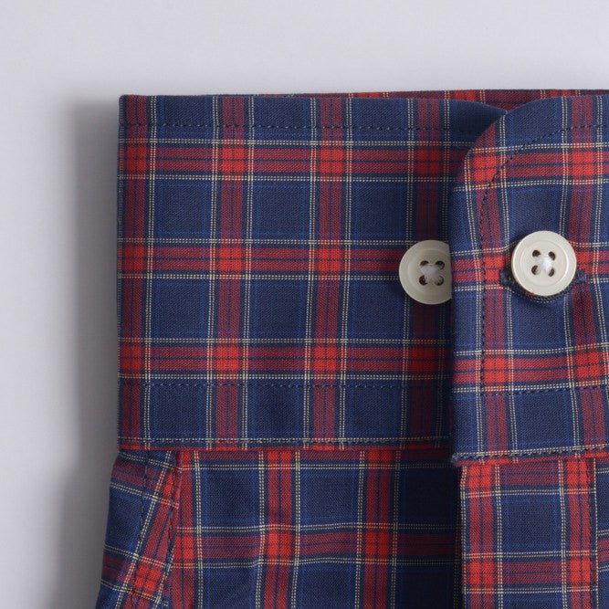 convertible rounded cuff shirt in blue, red plaid poplin - rushmore - detail