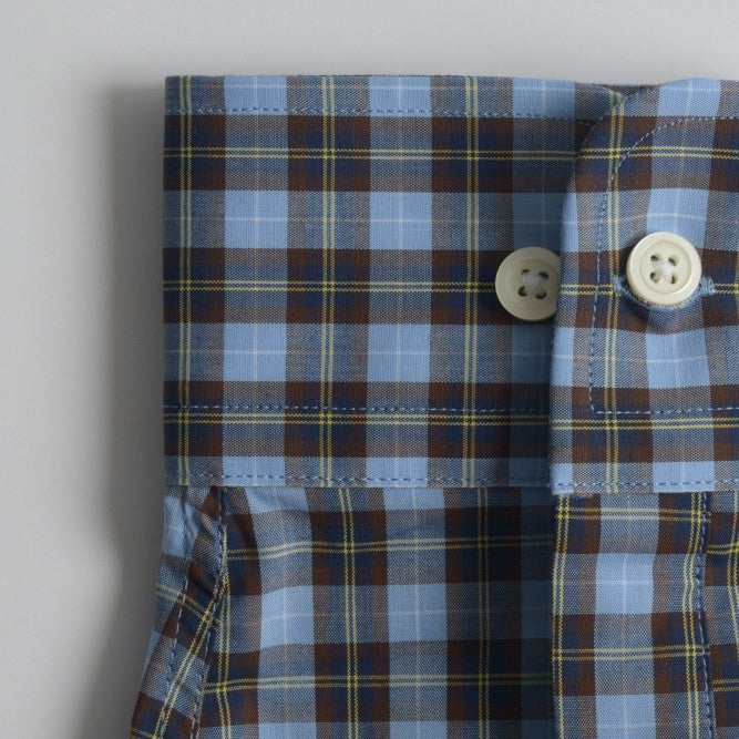 rounded convertible cuff shirt in blue, yellow plaid poplin - traveler - detail