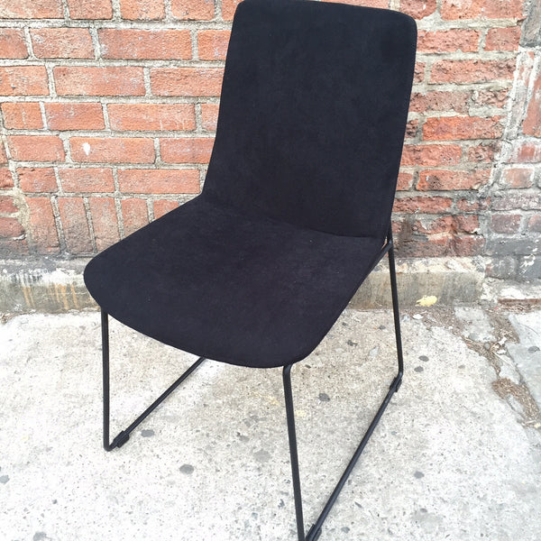BLACK FELTED DINING CHAIR