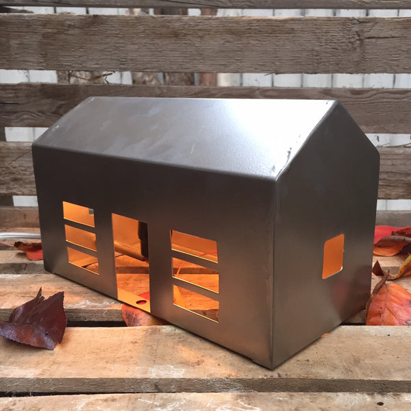 METAL HOUSE LAMP