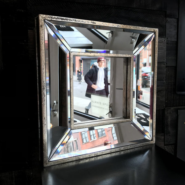 FACETED GLASS MIRROR    SQUARE
