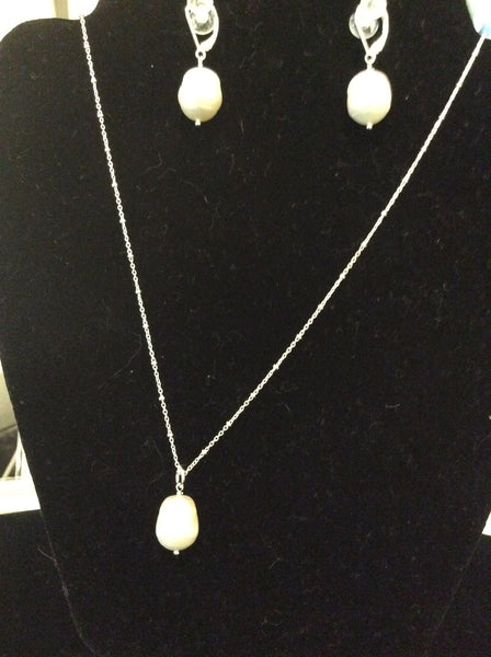"N5 ss and freshwater pearl Necklace 18"" chain"