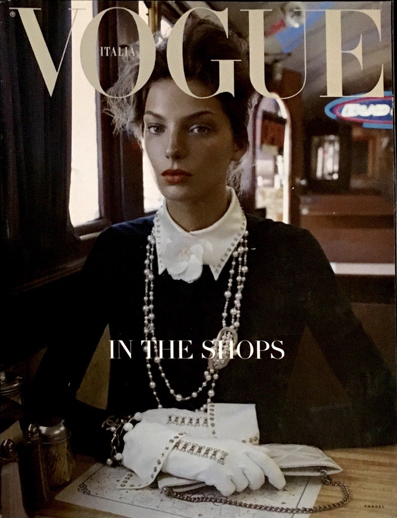 VOGUE ITALIA Magazine On the Stage F/W 2004 In the Shops FASHION MANUAL Daria Werbowy