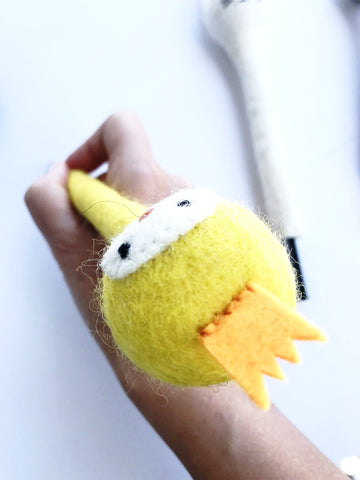 A Birdy Cute Pencil Hugger