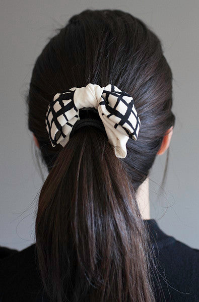 Asian fashion hair clip with windowpane check