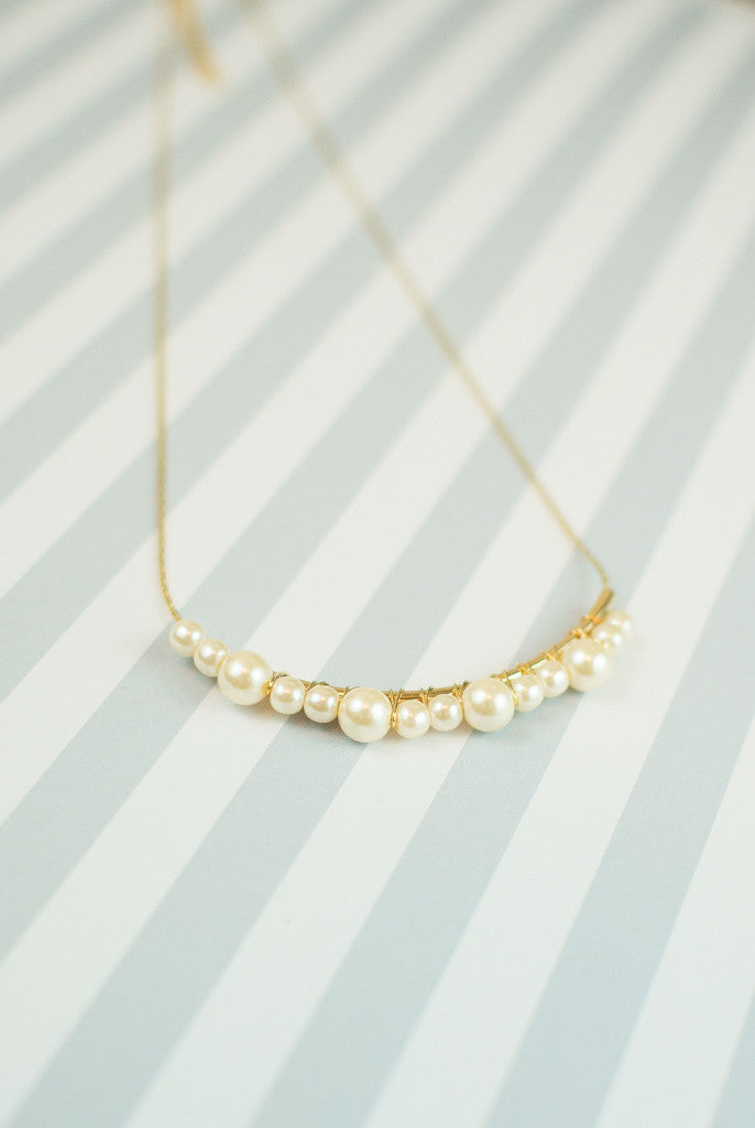 dainty pearl statement necklace