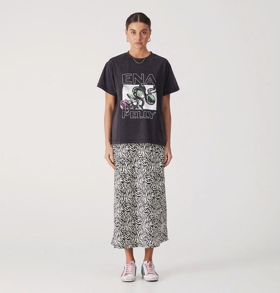 ENA PELLY SNAKE ROSE TEE IN WASHED BLACK