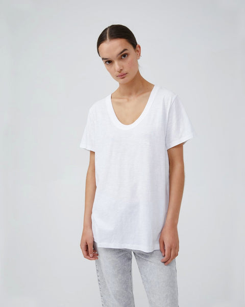 JAC + MOOKI JESS T-SHIRT IN WHITE